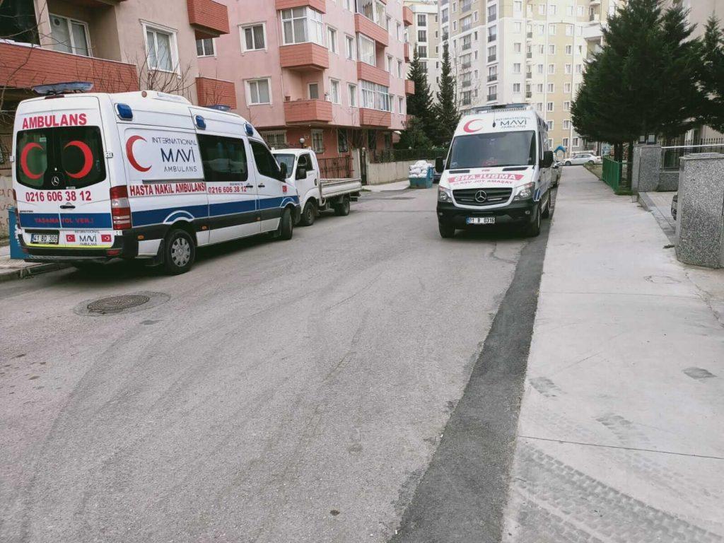 sokak içinde ambulanslar